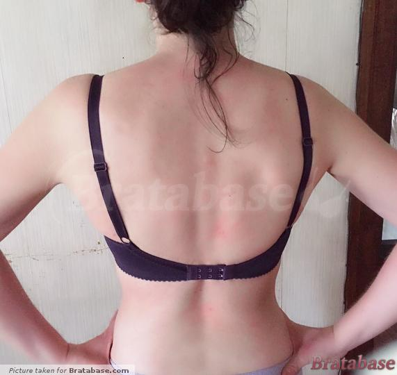 Picture looks like the bra its too low on my back, but I usually wear them like this and its comfy & feels like the band is parallel in front and back... I'm going to assume its a weird picture angle... | 60G - Comexim » Vivien Plunge Bra (169)