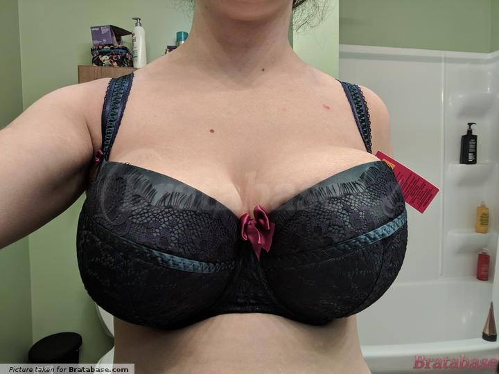 Oof. For the record guys, that bow looks tiny compared to my knockers 😂🤦 | 60KK - Ewa Michalak » S Syrena (790)