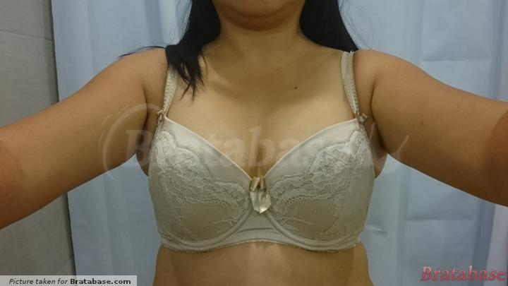 Narrow center gore with over lapping wires. Pushes girls up and together  | 70H - Comexim » Honey Cookie Plunge Bra (459)