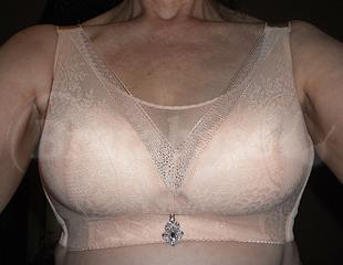 38 C/D - Aootoo » Unknown Model Wearing bra - Front shot