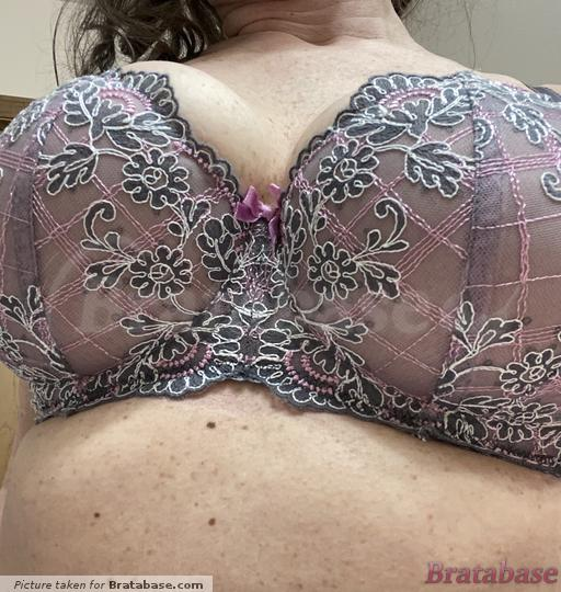Here's the quad boob, definitely need more room | 60L - Comexim » Onyks Non-padded Half Cup Underwire Bra (CMONYK