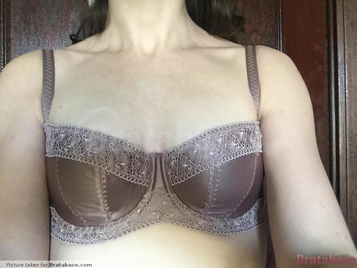Straps too far apart for me, which is rarely an issue | 28DD - Masquerade » Rhea (6121)