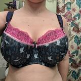 I was convinced the cups were cut short or something, and while I know a BM is supposed to provide extra coverage, I honestly think that extra panel of stretchy lace benefits the bra greatly. Maybe Comexim should try something similar, especially in the higher cup ranges?