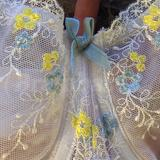 Lace details and bow at the gore