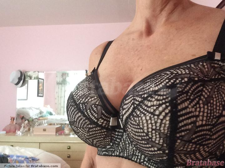 Nice lift.   34FF - Anna Pardal For Comexim » Hibiscus