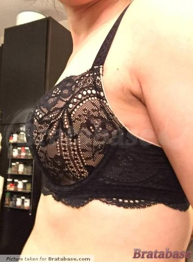 A little less than 1cm wider than breasts on the side. | 32D - Le Mystere » Isabella Bra (2535)