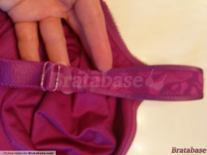 Partially adjustable, cushioned straps | 38D - Wacoal » Awareness Full Figure Seamless (85567)