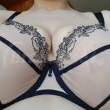 Center overspill because bra is too shallow for my boobs...