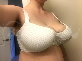 70K - Comexim » Gloria Plunge Bra (526) Wearing bra - Angle shot